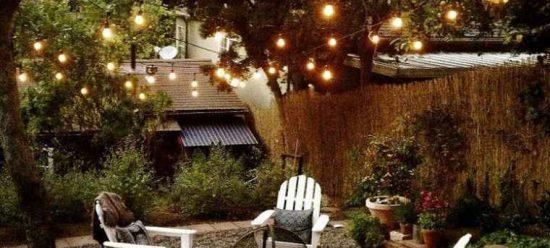 Salon de jardin décoré pour l'été
